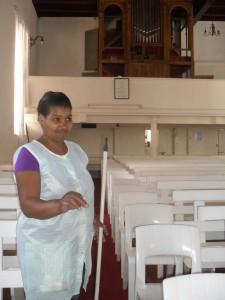 Louisa Josephs hou die kerk so skoon.