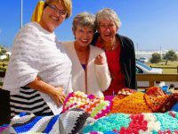 Karen Dreyer (links) en twee van die Happy Hookers. Foto's: Marnette Meyer