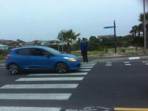 Motoriste is min lus vir stop by die voetoorgang.