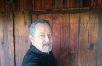 Taalman Danie Botha bring huldiging.