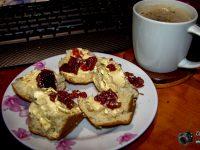 Middernag skon en koffie ... Foto's: Colyn Serfontein