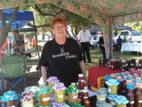 Estelle's stallholders become her friends.